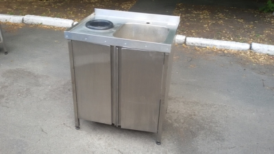 Мойка для кухни односекционная с отверстием для мусора