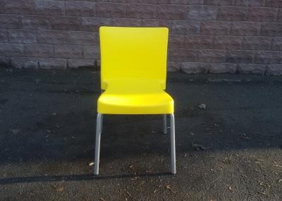 Пластиковый б.у стул для столовой