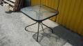 Столы с квадратной стеклянной столешницей